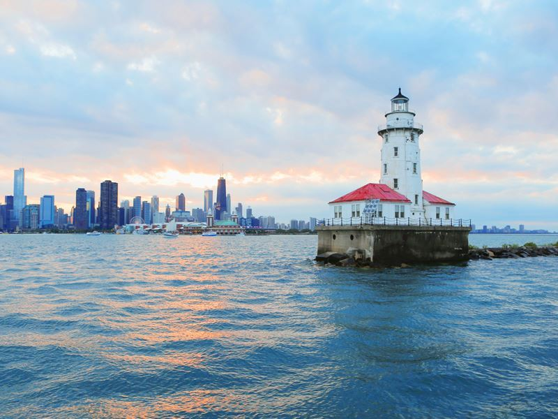 chicago lighthouse city skyline