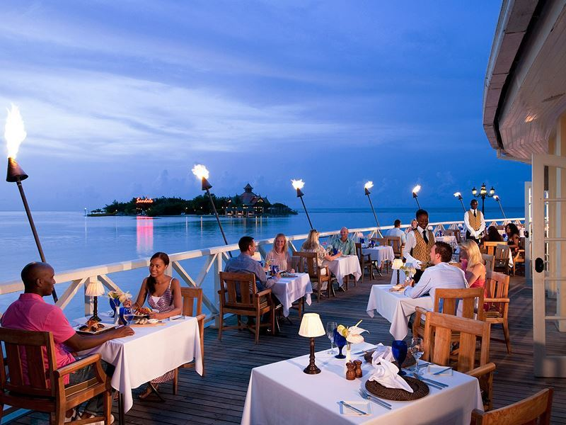 dining at sandals royal caribbean