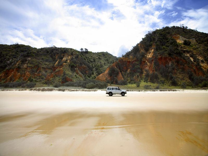 four wd on seventy five mile beach fraser island