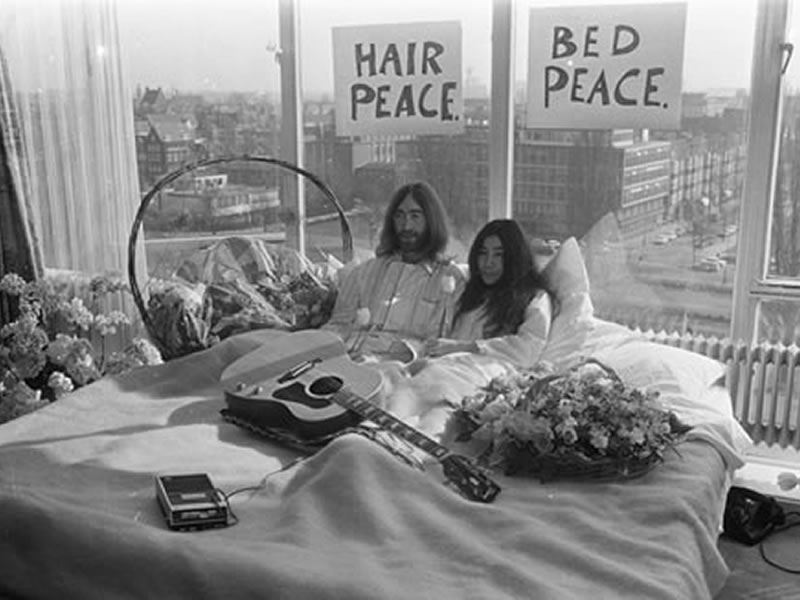 John Lennon and Yoko Ono, bed peace