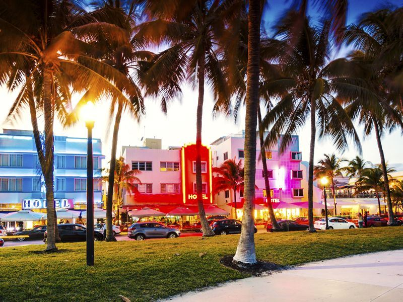 ocean drive art deco hotels miami