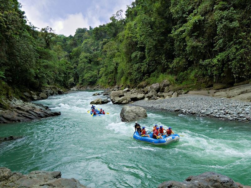 rafting along pacuare river