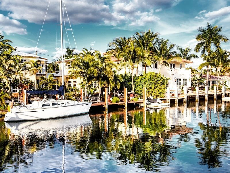 sailing along the waterways of fort lauderdale