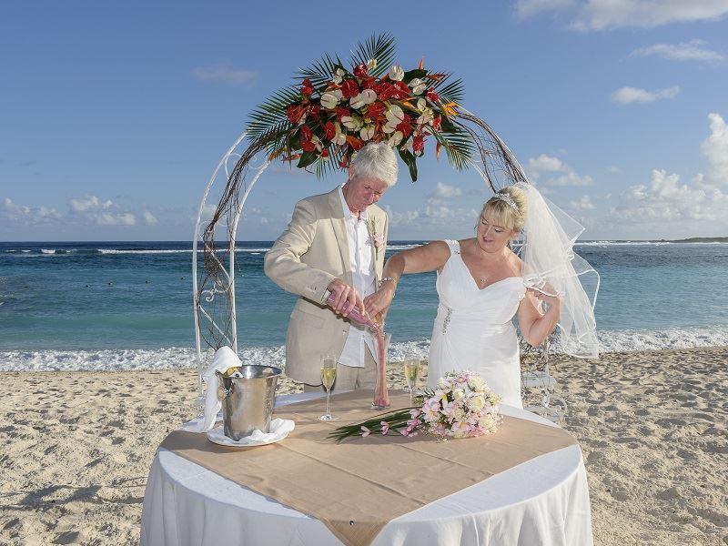 susan and kevin beach wedding shandrani