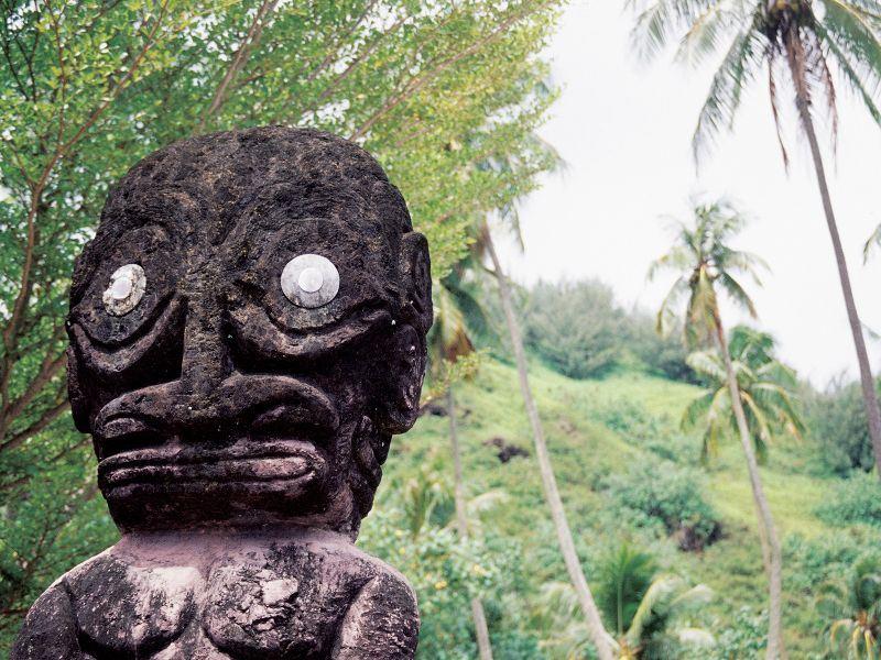 tahitian statue french polynesia